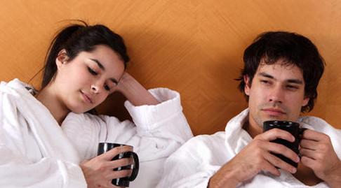 女朋友不拒绝异性加微信是什么原因?要阻止吗